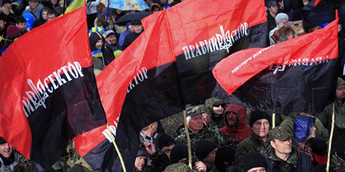 «Правый сектор» на Кировоградщине захватил нефтеперерабатывающий завод