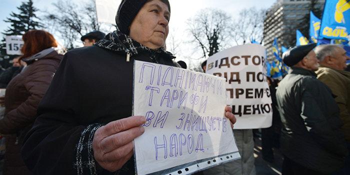 По Крещатику прошло многотысячное шествие против повышения тарифов ЖКХ