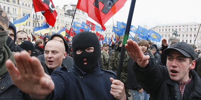 Семенченко заступился за украинских неонацистов