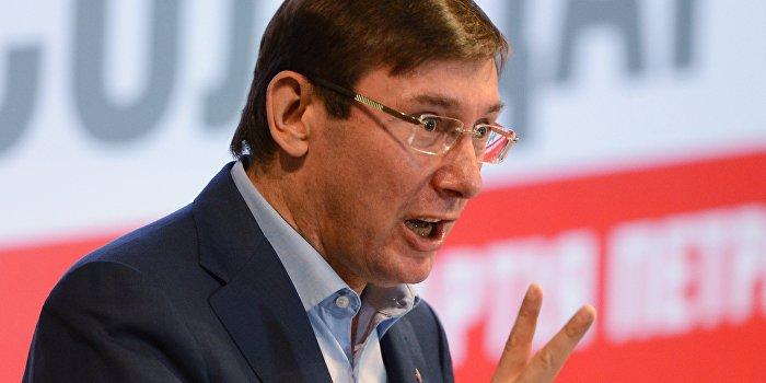 Луценко: Госслужащим необходимо владеть двумя языками - украинским и английским