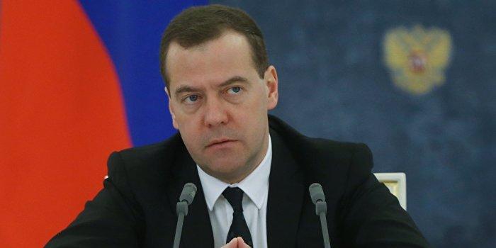 Медведев: РФ займет жесткую позицию в случае отказа Киева оплатить  долги