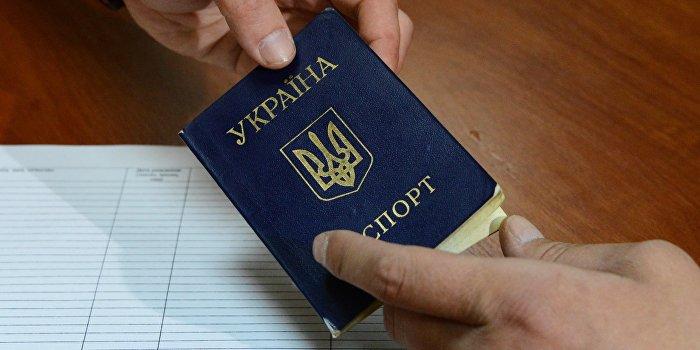 Украинцы продают свои паспорта и свидетельства о рождении