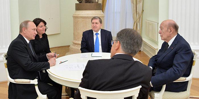 Путин обсудил ситуацию на Украине с экс-президентом Франции