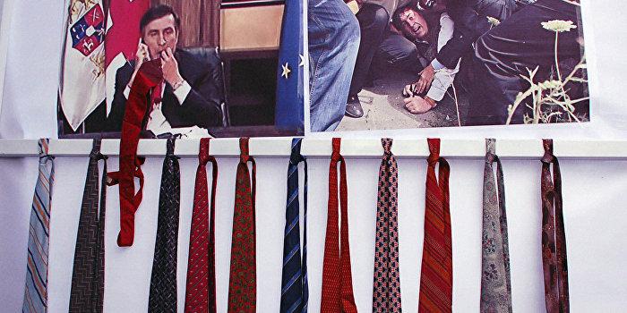 Одесситы встречают Саакашвили галстуками