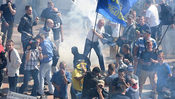 СБУ обвиняет партии Тягнибока, Коломойского и Ляшко в беспорядках под ВР