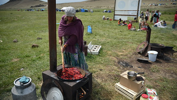 Перед выборами: украинцам обещают повышение зарплат, но растут и тарифы