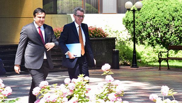 Эксперты: Саакашвили — прямая угроза Порошенко