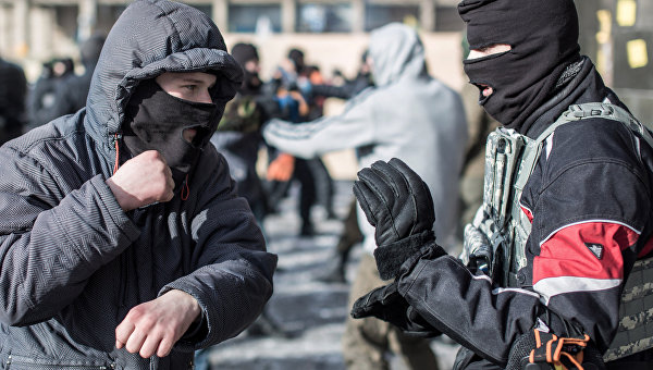 «Я тебя породил, я тебя и убью»: Радикалы целятся в кресло Порошенко
