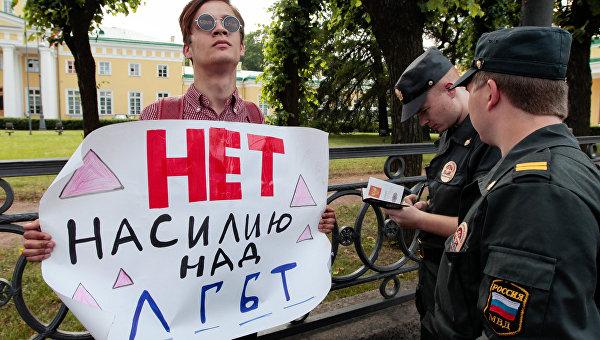«Запускайте Элтона Джона». К новому витку кампании о злых русских