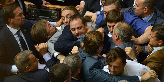 Депутаты Рады с кулаками выясняли «кто мафия»