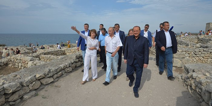 Берлускони объявили персоной нон грата на Украине