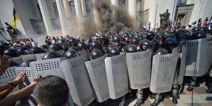 Мосийчук намекнул, что взрыв у Рады был согласован с Порошенко