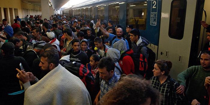 МИД Венгрии: На Европу надвигаются 35 млн беженцев