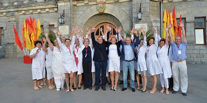 Украина завела дело из-за выпитого Путиным и Берлускони в Крыму вина