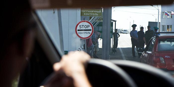 Нардепы заблокировали движение фур на границе Крыма