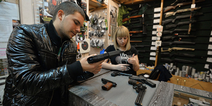 Порошенко отреагировал на петицию с требованием свободного владения оружием