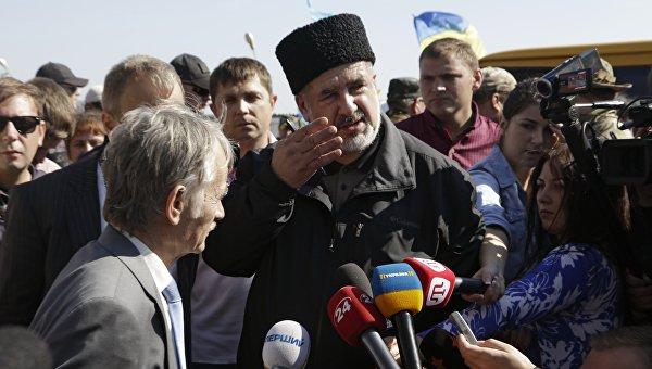 Independent: Крымские татары с помощью неонацистов блокируют полуостров