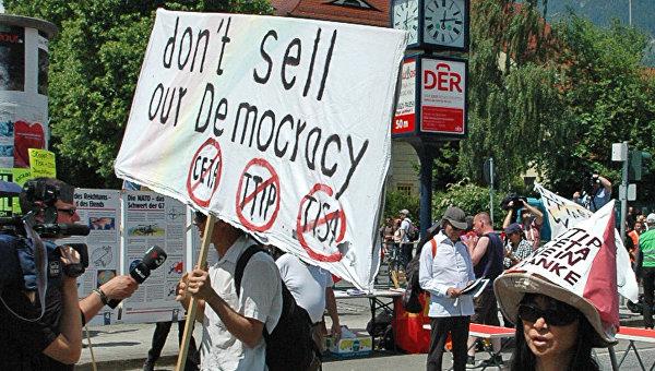 Пол Крейг Робертс: Демократии на западе больше нет