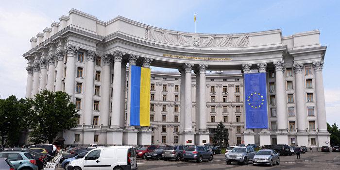 МИД Украины требует изъять казахские учебники, в которых Крым включен в состав РФ