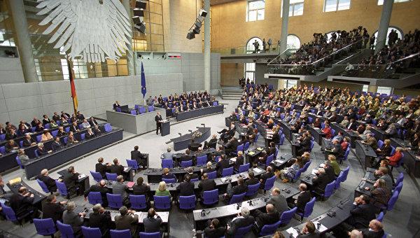 Немецкого депутата на Украине сравнили с Гитлером за доставку гумпомощи в Донбасс