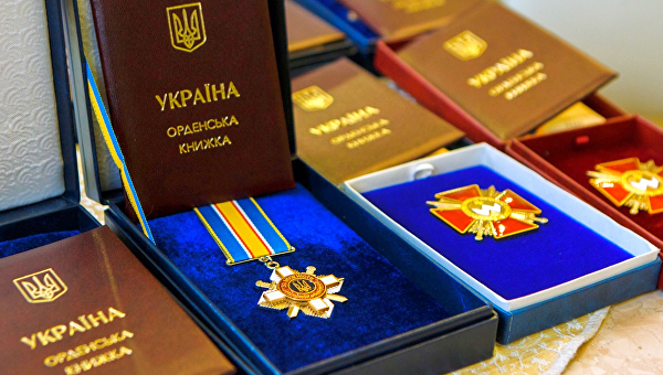 Порошенко наградил террористов орденами «За мужество»