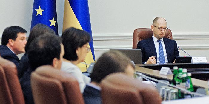 Яценюк: Украине не нужны экономисты и юристы