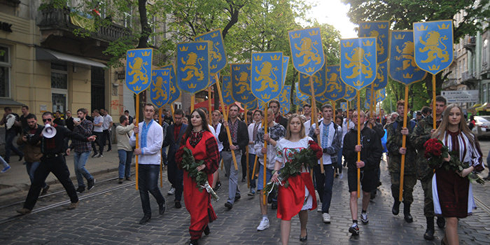 «Украинская галицкая партия» берет на вооружение лозунги Крыма и Донбасса