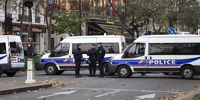 Смертница подорвала себя в пригороде Парижа