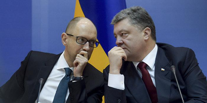 На Майдане по случаю годовщины «повесили» Порошенко и Яценюка