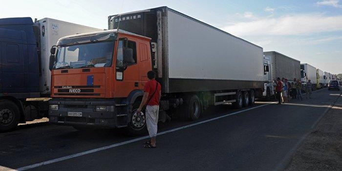 Кабмин Украины остановил транспортное сообщение с Крымом