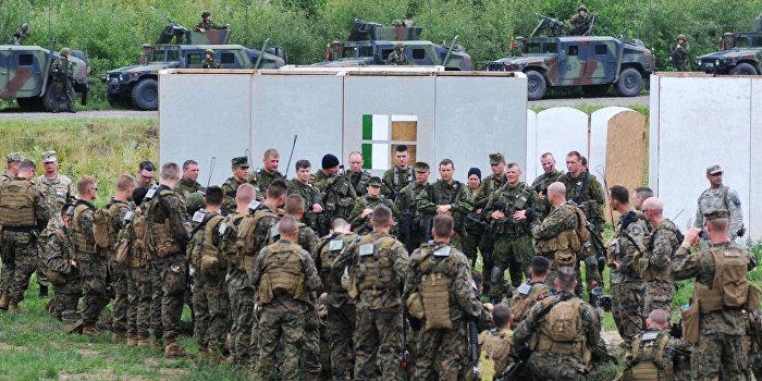 Киев стягивает войска к крымской границе