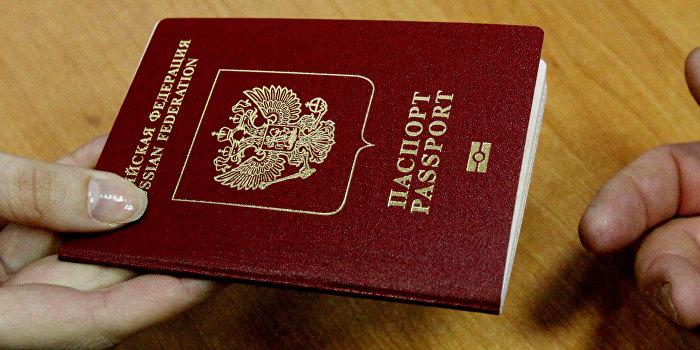 В Русский мир - с российским паспортом