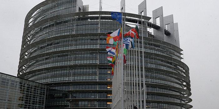 У Европарламента итальянцы провели митинг в поддержку ДНР