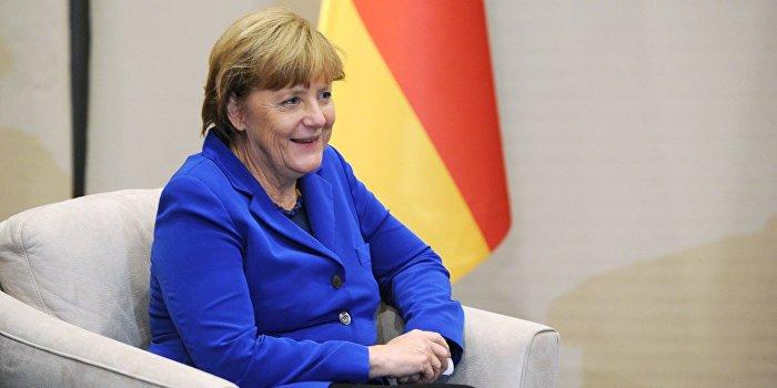 Меркель «слила» британской разведке Путина, Крым и Украину