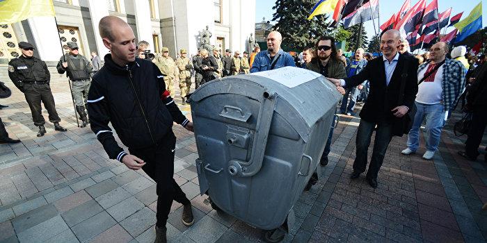 Депутат открыл огонь в ответ на угрозу «мусорной люстрации»