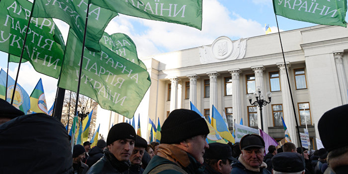 Аграрии заблокировали крупнейшие автотрассы Украины