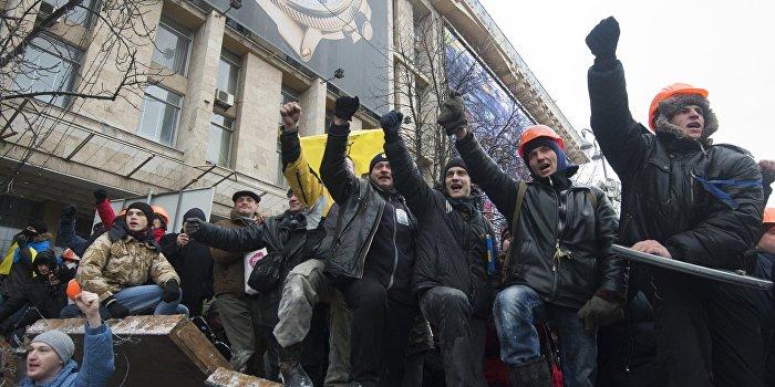 Над нами смеются в Европе: политолог прокомментировал «штурмы» резиденций Порошенко и Зеленского