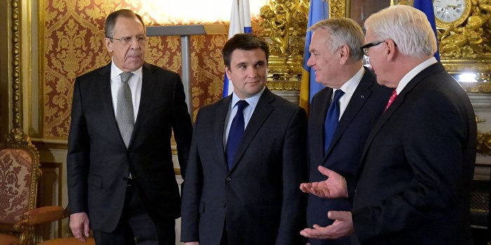 Климкин вызвал смех попыткой проигнорировать Лаврова в Париже