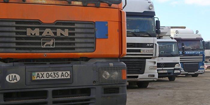 Украинские дальнобойщики поддержали российских перекрытием трассы на Львов