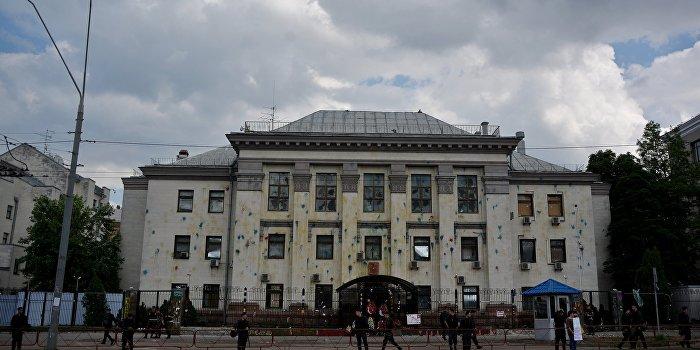 Меняйло: Нападавшие на посольство РФ в Киеве перепутали улицу