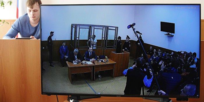 Савченко в ходе «последнего слова» показала судьям средний палец