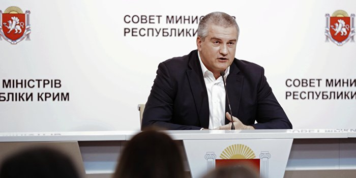 Аксенов посоветовал Ислямову не строить планов по военному захвату Крыма