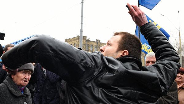 Соседи посольства РФ в Киеве: Жутко пугает, что это происходит рядом с нами