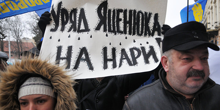 Запах горящих шин. Американцы хотят поменять и Яценюка, и Порошенко?