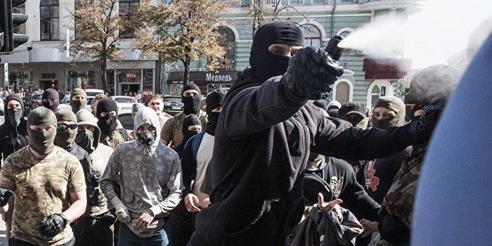 Боевики «Азова» сорвали митинг коммунистов в Киеве
