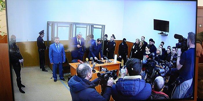 Суд возобновил оглашение обвинительного приговора Савченко
