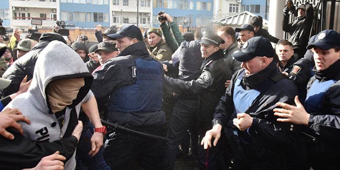 Генконсульство РФ в Одессе подверглось атаке