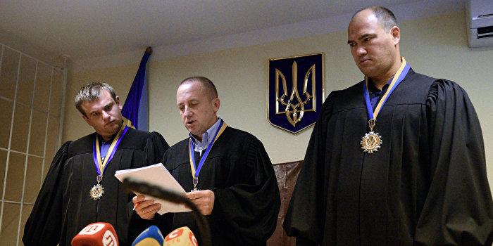 Киев намерен быстро осудить Александрова и Ерофеева и обменять на Савченко
