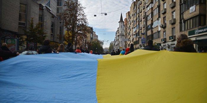 Соцопрос: Украина расколота на восток и запад