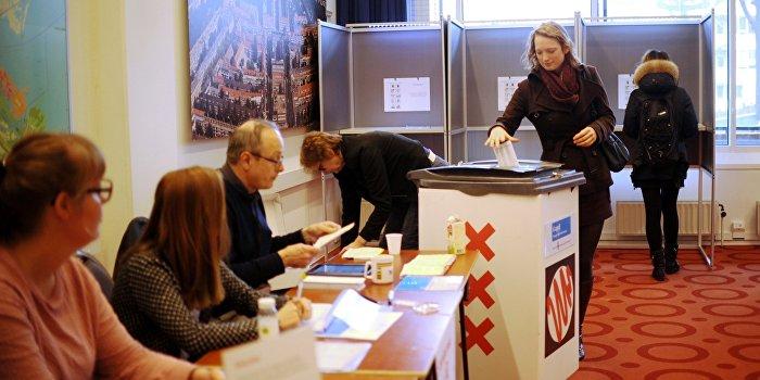 Bloomberg: Референдум в Голландии был для Порошенко последним шансом остаться у власти